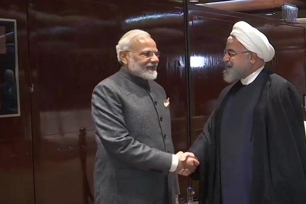 pm modi meets iran s president discusses jammu and kashmir and oil issue