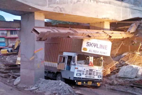 iron girder fall on truck