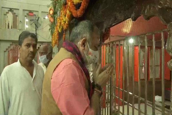giriraj singh visited a temple of lakhisarai