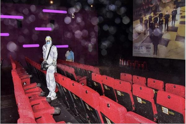 delhi only 4 people arrived to watch morning show at 150 seat theater