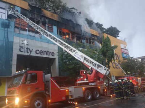 mumbai fire 2 firemen injured