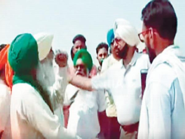 malvinder brother of chief minister trapped in farmers  drive video viral