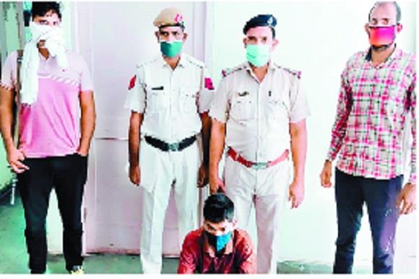 accused of stealing goods worth lakhs from truck arrested