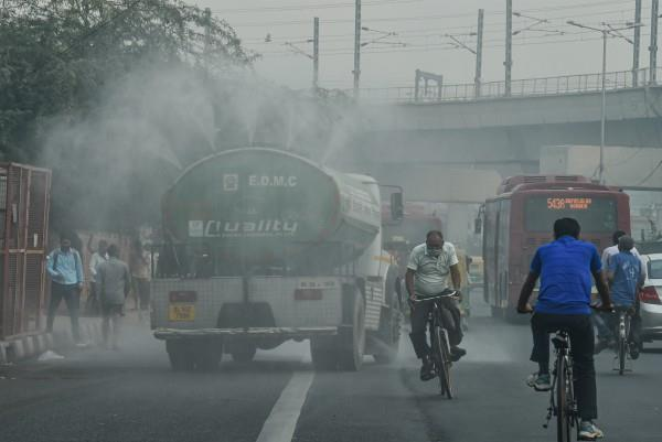 pollution reached very poor level in many areas of delhi