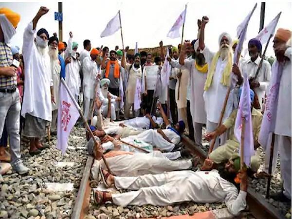 punjab ministers meet farmers  union