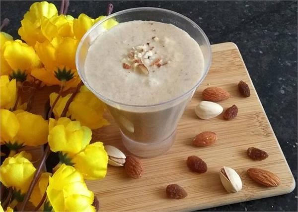 Healthy Drink: नाश्ते में परफेक्ट रहेगी बनाना ड्राई फ्रूट्स स्मूदी