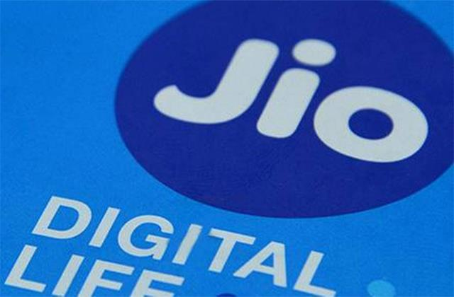 reliance industries  profit fell by 15  jio reported growth of 13