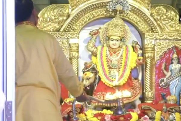 grand aarti performed at delhi jhandewalan temple on durga ashtami