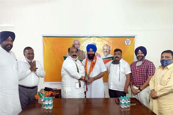 mandeep jaggi left akali dal and joined bjp
