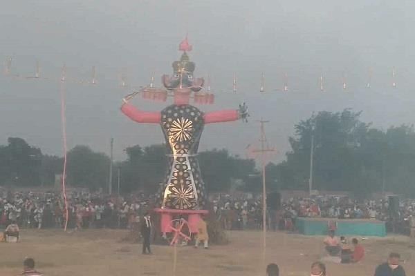 dussehra burning ravana with a mask messages to people to avoid corona