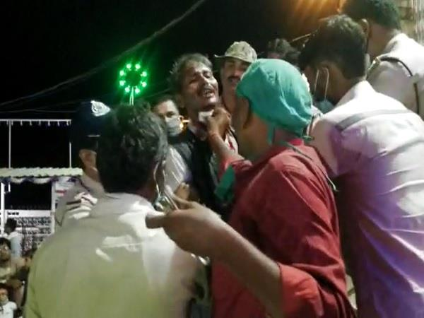 a devotee who came to visit maa sharda in maihar was strangled