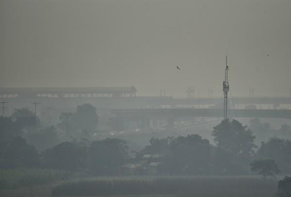 burning of straw increasing pollution in delhi