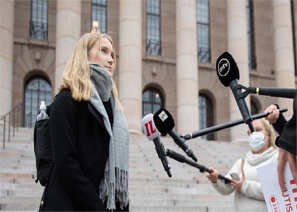 फिनलैंड का अनोखा Women Rights अभियान, 16 साल की युवा लड़की ने संभाली PM सना मरीन की कुर्सी