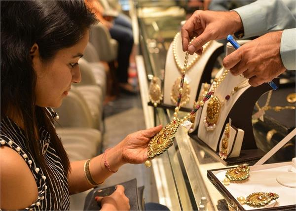 फिर सस्ता हुआ सोना, शॉपिंग करने का सुनहरा मौका
