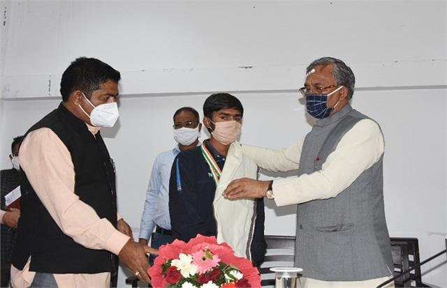 chief minister honored shooter amit
