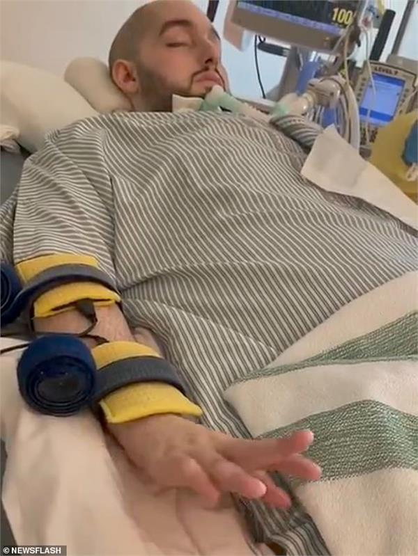 sleeping saudi prince lifts his hand after 15 years in a coma