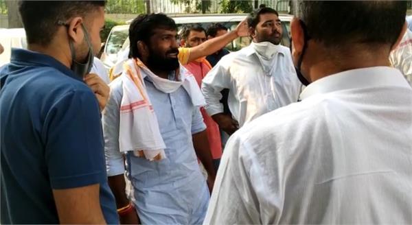haryana news wrestler yogeshwar could be bjp candidate for baroda seat