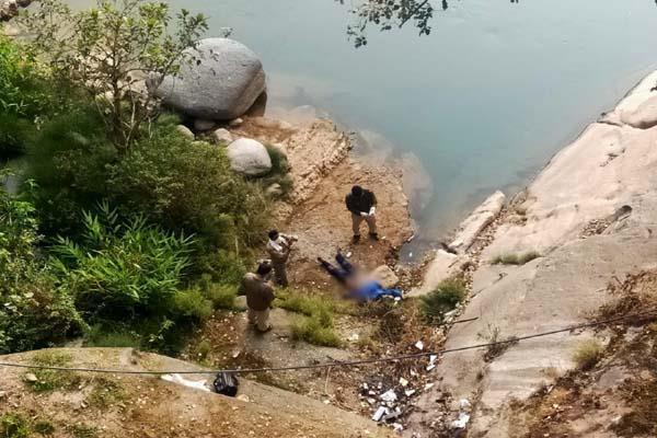 the dead body of a person found under a bridge in 32 miles