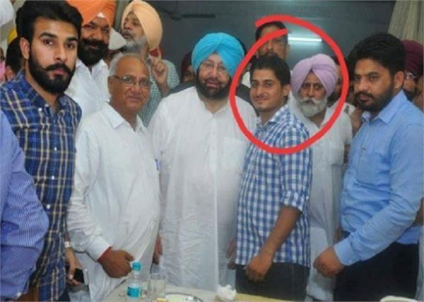 photos with captain and jakhar of arrested man viral