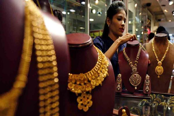gold becomes cheaper after three days so far prices have come down
