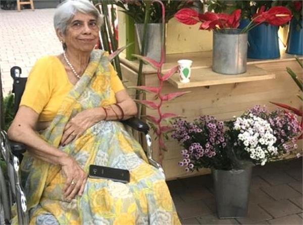 मिलिए 80 साल की दादी 'फूलों की रानी' से, जो व्हीलचेयर पर बैठे-बैठे कर रही बिजनेस