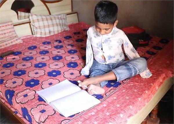 innocent children studying in 5th standard