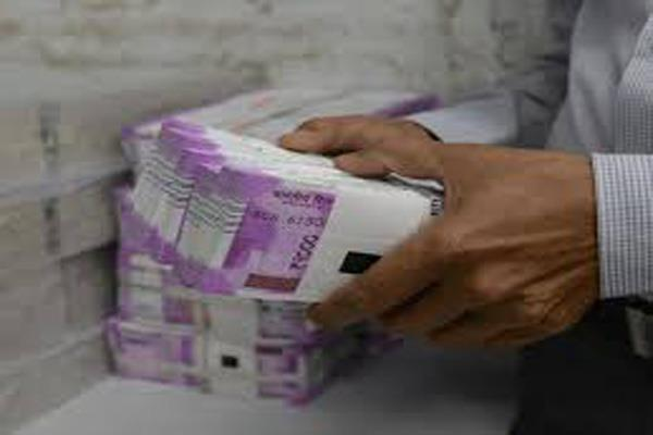 0 lakh recovered from swift car in nad naka one arrested