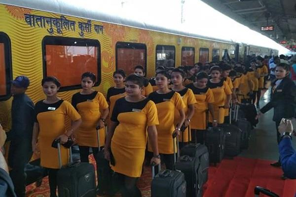 from today tejas express started running on the track between lucknow and delhi