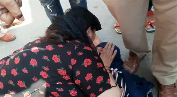haryana news car thrashed the victim who was sitting outside the sp office