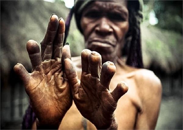 OMG! घर में कोई मरा तो यहां काट दी जाती है महिलाओं की उंगलियां