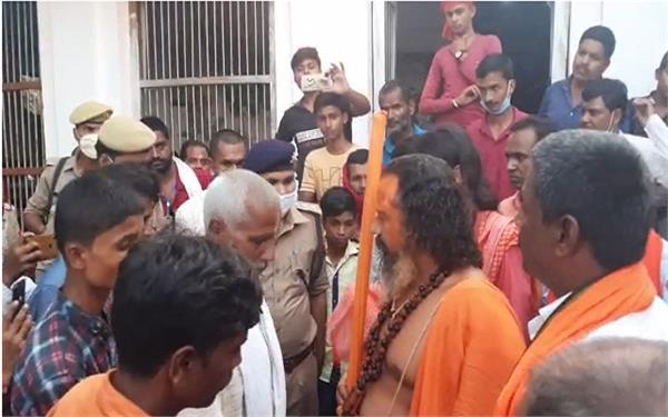 mahant paramhans das makes serious allegations against administration