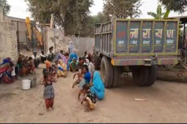 60 bonded laborers got freed from brick kiln used to fight for demanding wages