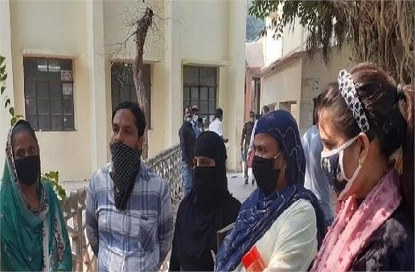pfi member mohammad alam s wife accuses police
