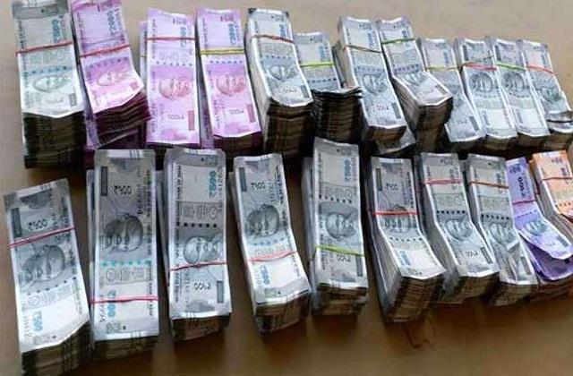 income tax raids on 4 groups in bihar