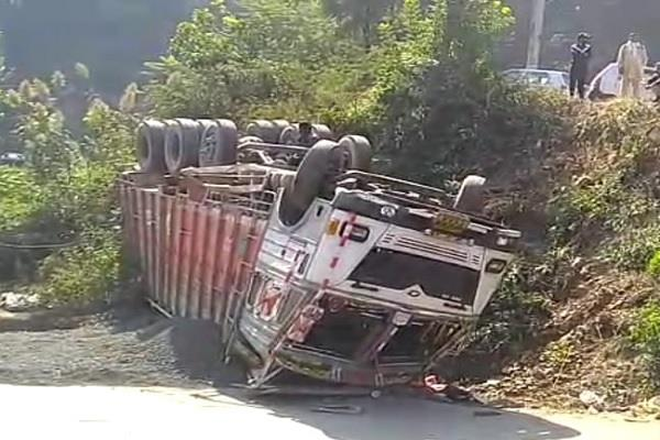 driver dies after truck overturns in bamta