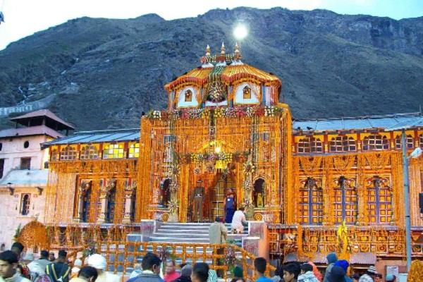 portals of badrinath temple to be closed for the winter season