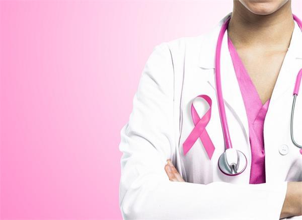 25 से 40 साल की महिलाएं हो रही ब्रेस्ट कैंसर का शिकार, जानिए क्या है लक्षण ?