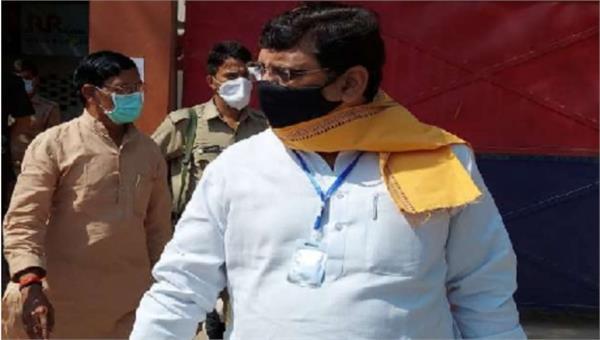 bjp mp rajveer diler visits hathras gang rape accused in jail