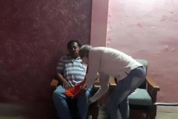 spokesman umesh sharma pressed jagmohan verma s feet