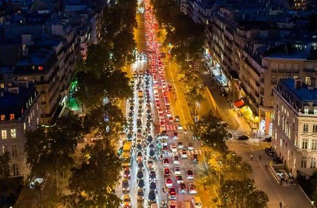 coronavirus 700 km traffic jam as people in paris flee ahead of lockdown