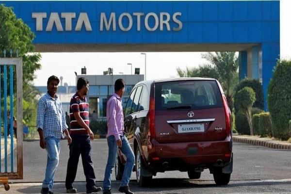 tata motors signs agreement hdfc bank for vehicle loans