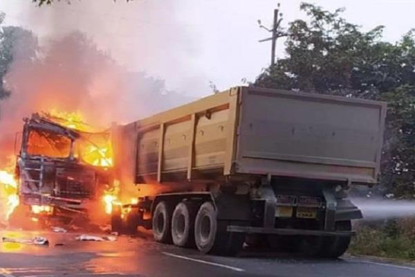 truck rammed face to face in auraiya burnt stirred