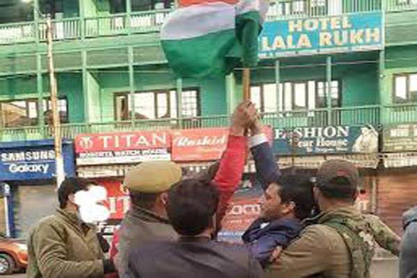why was the flag hoisted in srinagar  shiv sena