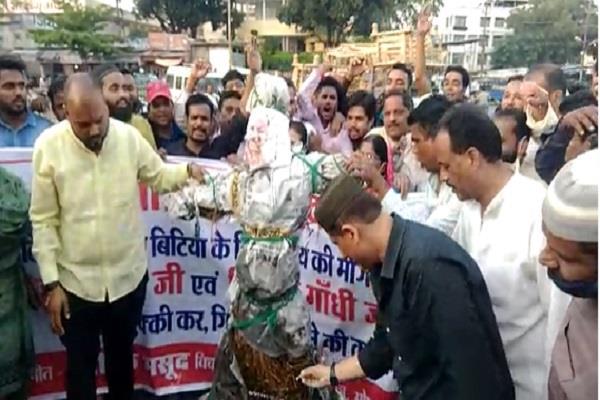arif masood burnt effigy of yogi adityanath