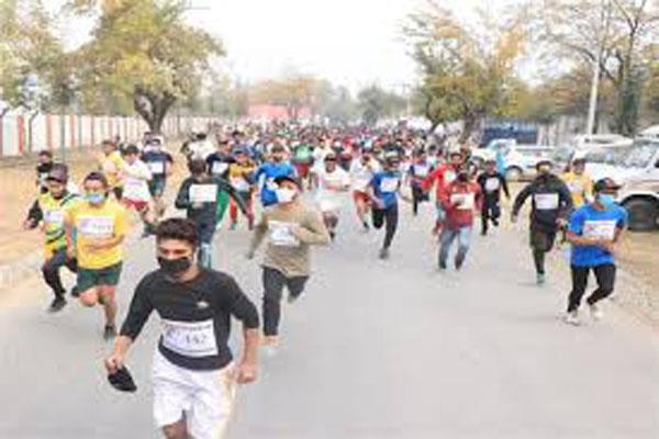 youth run to stay fit in army s youngistan dil se bhaag  in srinagar