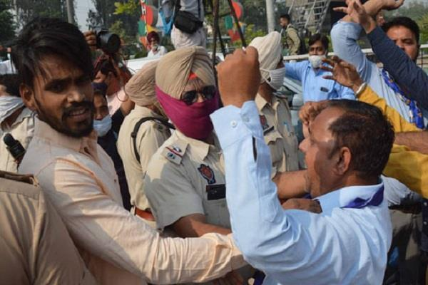 bsp and bjp workers fight