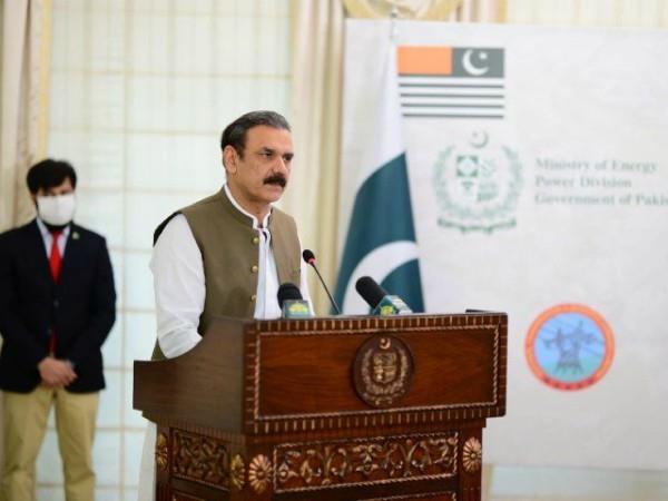 imran khan aide asim bajwa resigns amid allegations of corruption