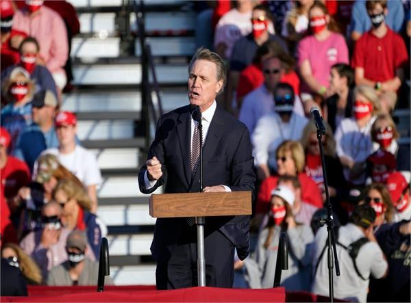 republican senator mispronounces kamala harris  name at trump rally