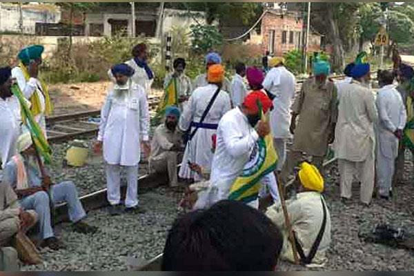 farmers organizations open railway tracks till 5 november