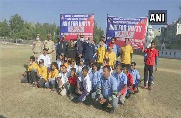 police organized  run for unity  in rajouri to teach unity